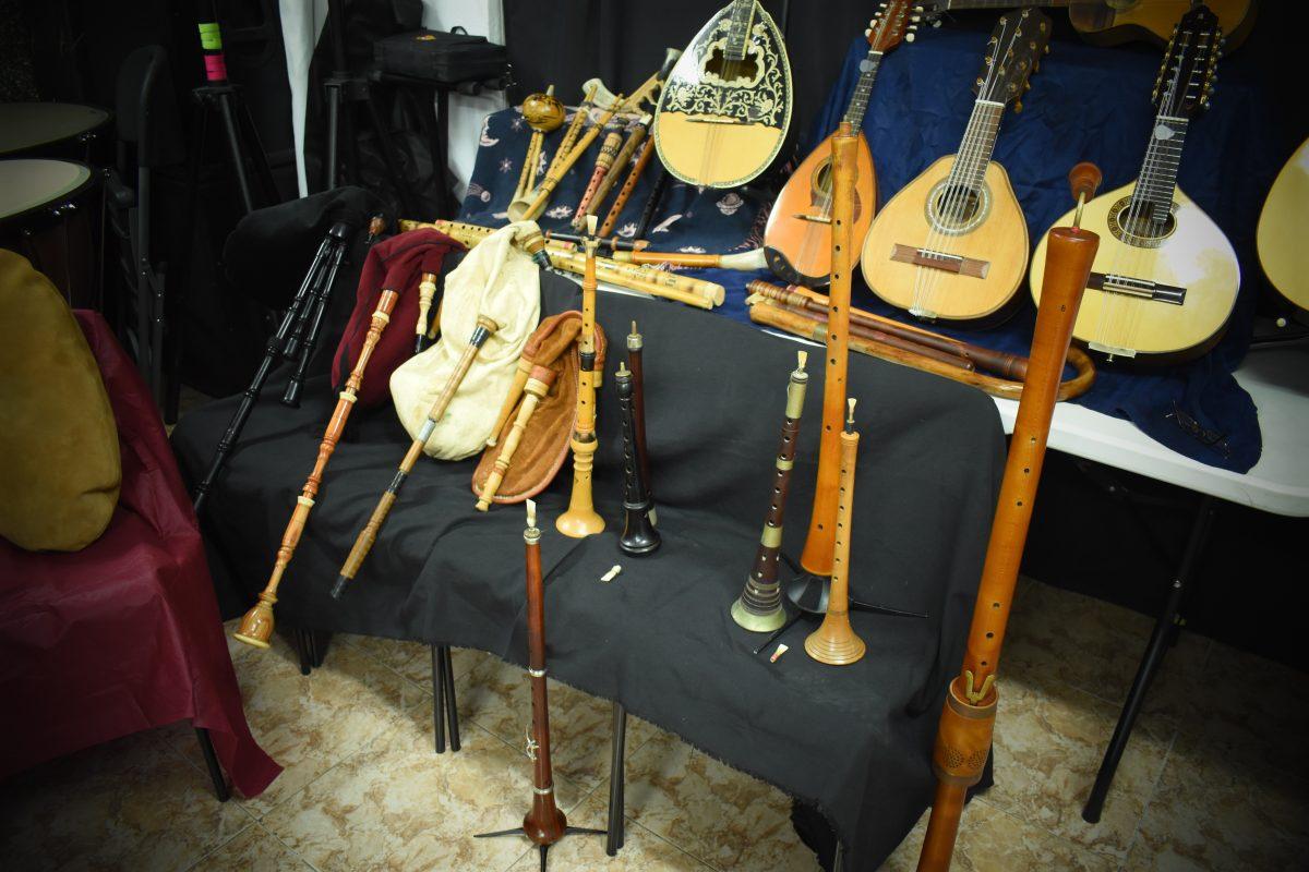 Exposición de instrumentos antiguos y tradicionales. Eduard Navarro. Ateneu Cultural Ciutat de Manises.